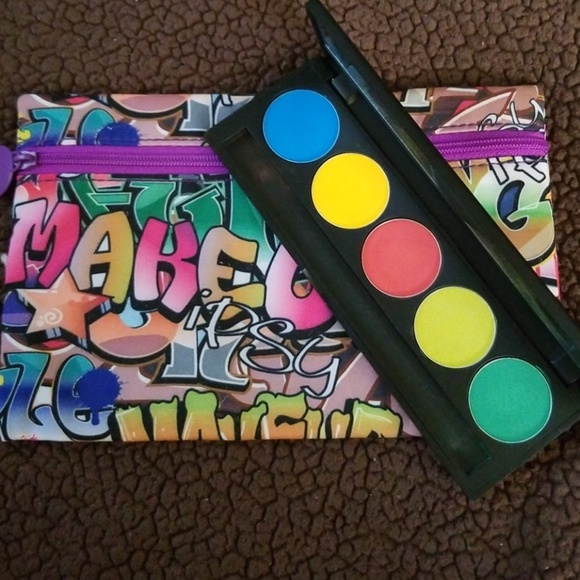Ipsy Graphity Glam Bag and Be lucious Palette